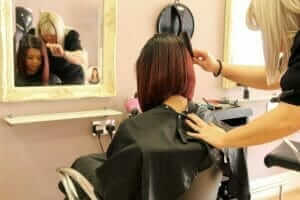 hairdresser-styling-models-hair